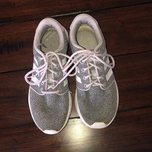 💧Adidas running shoes!